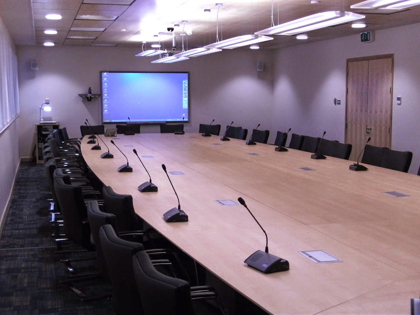 Kiểm soát ánh sáng cho phòng Hội nghị truyền hình chuyên nghiệp hơn